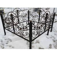 Оградка ритуальная № 011 размер 2,4 х 2,2 х 1,2 м. Производство: Украина, Одесса