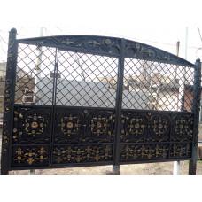 Ворота кованые аркой с врезанной калиткой №013